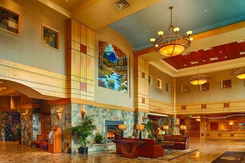 doubletree by hilton hotel denver stapleton north lobby.jpg