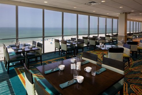 holiday inn lido beach restaurant met uitzicht strand.jpg