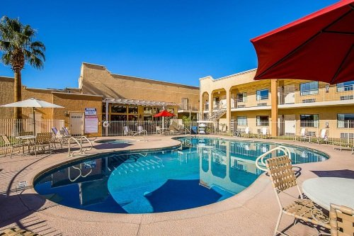 clarion suites st george zwembad.jpg