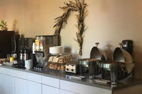 greentree inn & suites alhambra ontbijt.jpg
