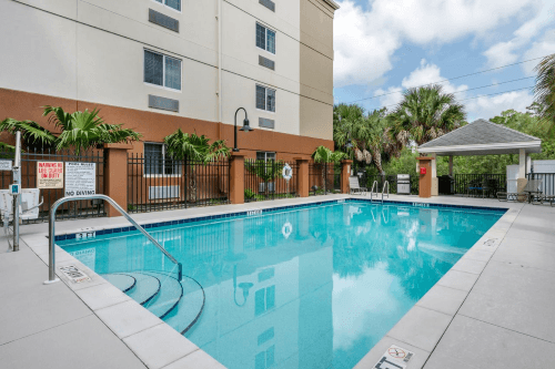 candlewood suites fort myers sanibel zwembad.png