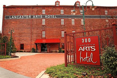 lancaster arts hotel buitenkant.png