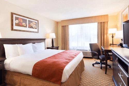 country inn and suites savannah midtown kamer 1 king.png
