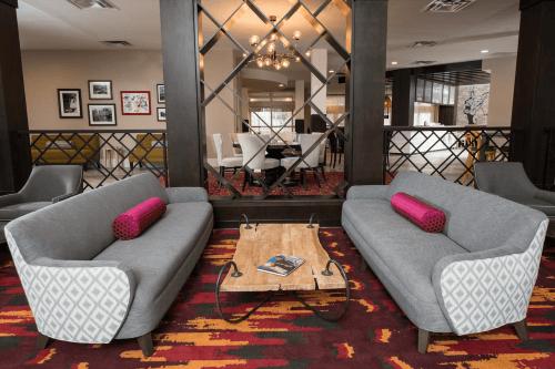 hotel indigo vinings lounge.png