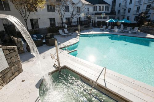 hotel indigo vinings zwembad.png
