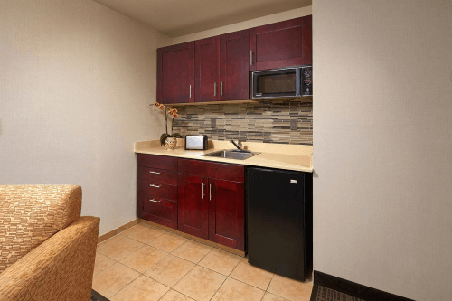 holiday inn hotel suites santa maria kitchenette.png