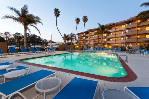 holiday inn hotel suites santa maria zwembad.png
