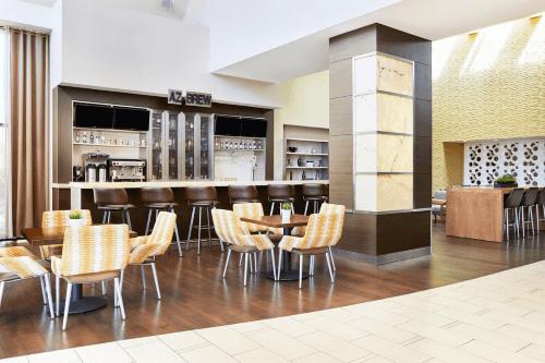 delta hotels phoenix mesa bar.png