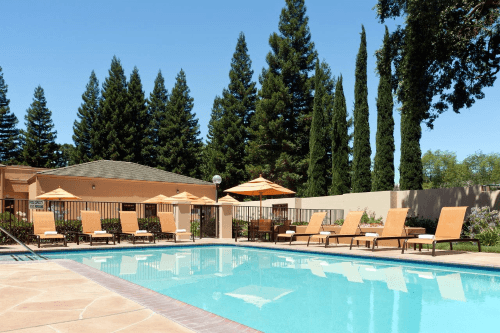 courtyard by marriott sacramento airport zwembad.png