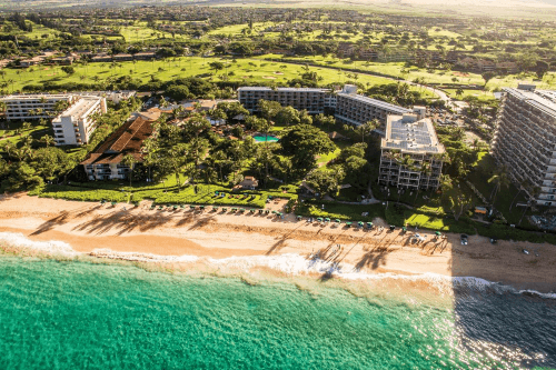 kaanapali beach hotel aan strand vanuit de lucht.png