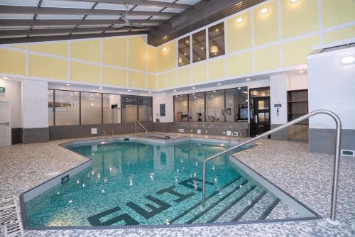 sandman hotel calgary city centre zwembad.png
