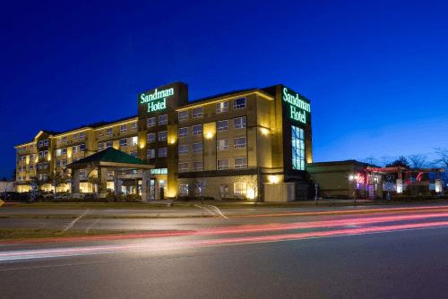 sandman hotel suites vancouver airport buitenkant.png