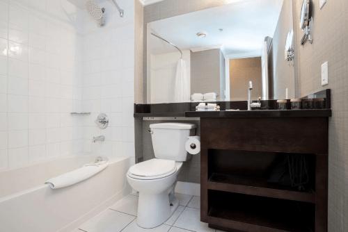 sandman hotel suites vancouver airport badkamer.png