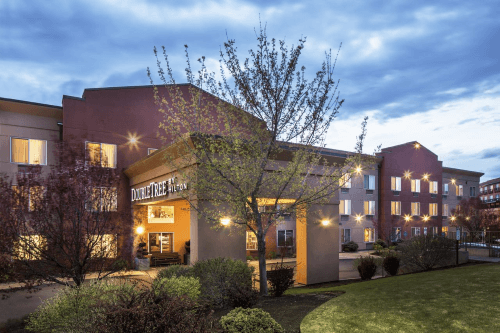 doubletree by hilton hotel bend buitenkant.png