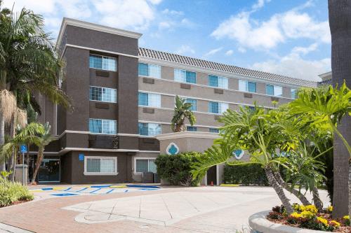 comfort inn suites san diego zoo seaworld area voorkant.png