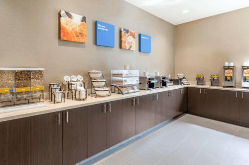 comfort inn suites san diego zoo seaworld area ontbijt.png