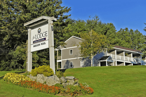 the lodge at bretton woods voorkant.png