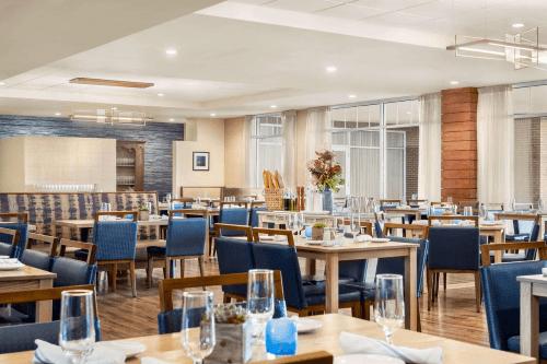 wyndham newport hotel restaurant.png