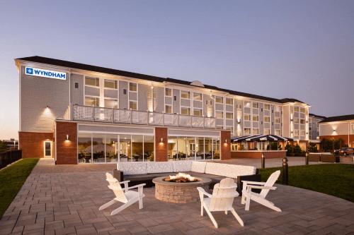wyndham newport hotel voorkant.png