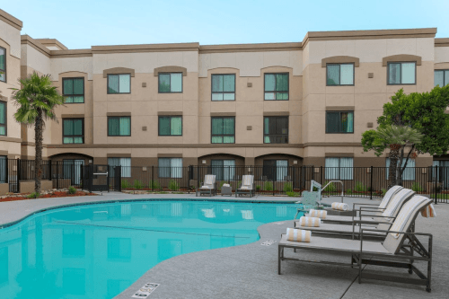 doubletree suites by hilton hotel sacramento rancho cordova zwembad.png