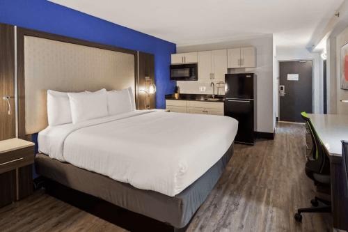 best western plus executive residency denver stapleton hotel kamer 1 bed.png