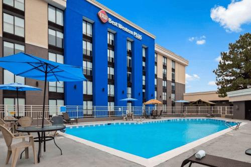 best western plus executive residency denver stapleton hotel zwembad.png