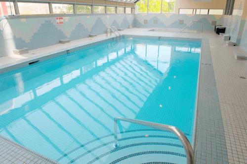 sandman hotel vancouver city centre zwembad.png
