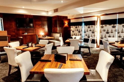 sandman hotel vancouver city centre restaurant.png