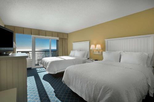 hampton inn suites myrtle beach oceanfront kamer.png