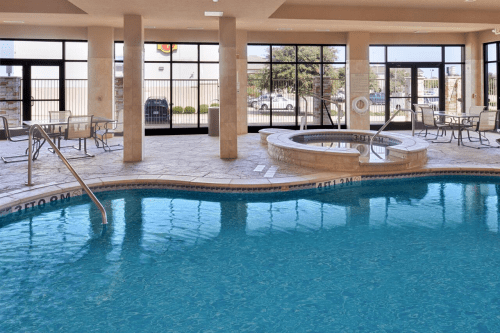 holiday inn fort worth north fossil creek zwembad.png
