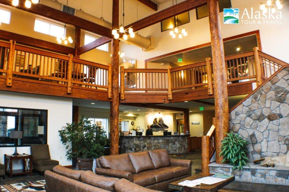 breeze inn lounge.jpg