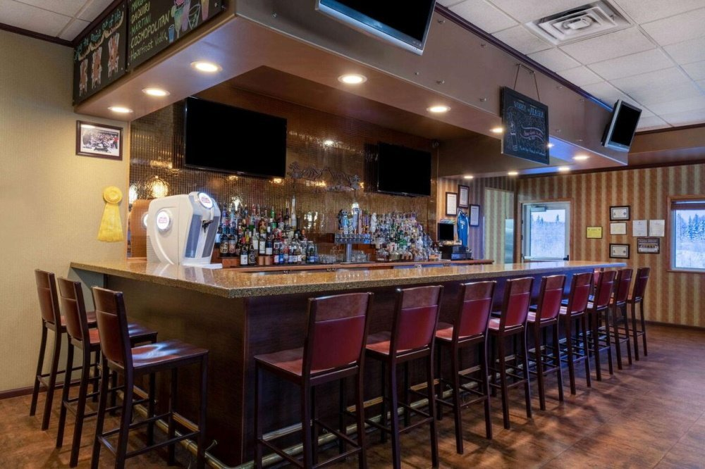 la quinta inn and suites fairbanks bar.jpg
