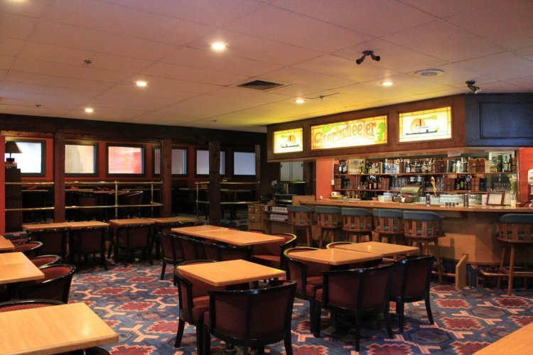 days inn whitehorse bar.jpg