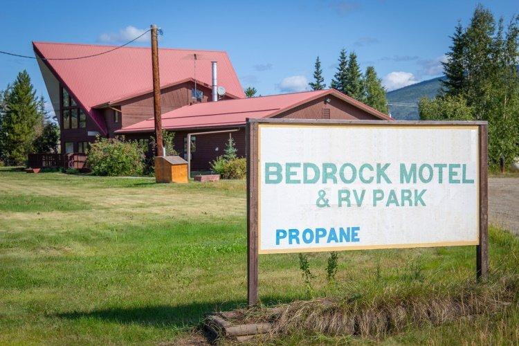 bedrock motel voorkant.jpg