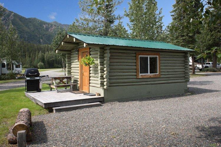 discovery yukon lodging cabin buiten 3.jpg