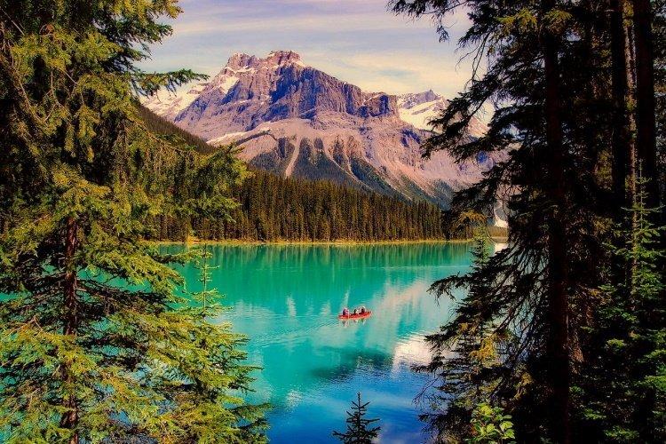 emerald-lake-2406054_1280.jpg