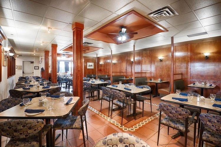 the sternwheeler hotel & conference centre restaurant.jpg