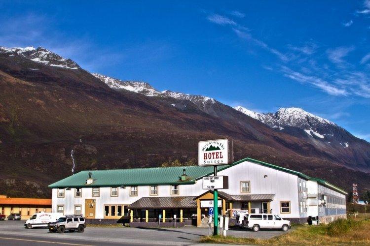 mountain sky hotel voorkant.jpg