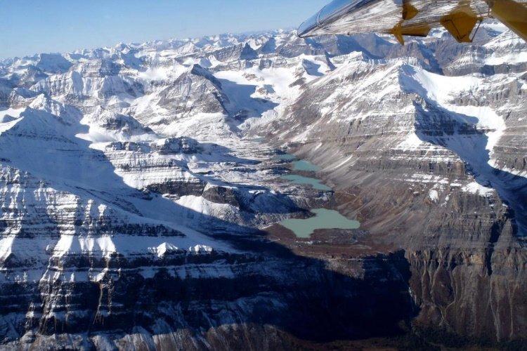 northern rockies lodge omgeving van de lucht.jpg