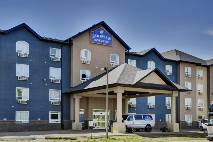 lakeview inns & suites - fort nelson voorkant.jpg