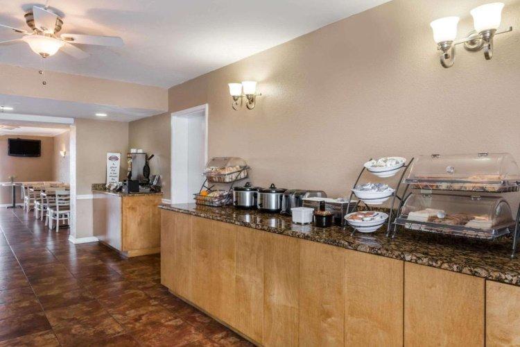 baymont inn suites sarasota ontbijt.jpg