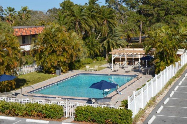 baymont inn suites sarasota zwembad 002.jpg