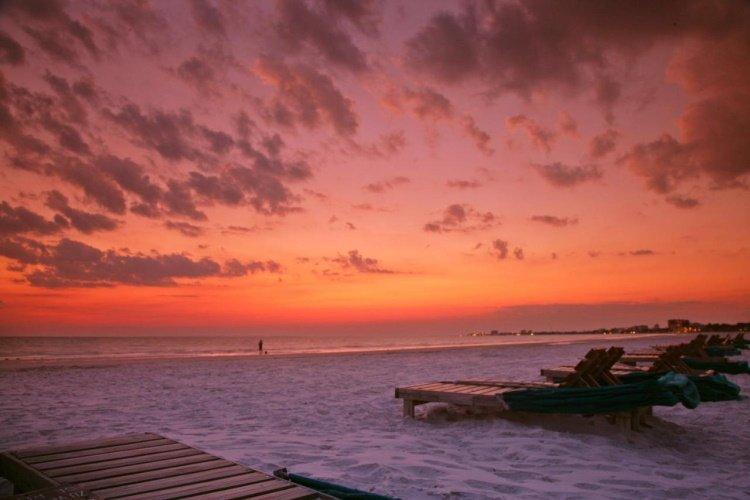 outrigger beach resort strand zonsondergang.jpg