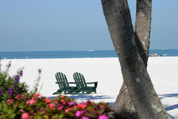 outrigger beach resort strand.jpg