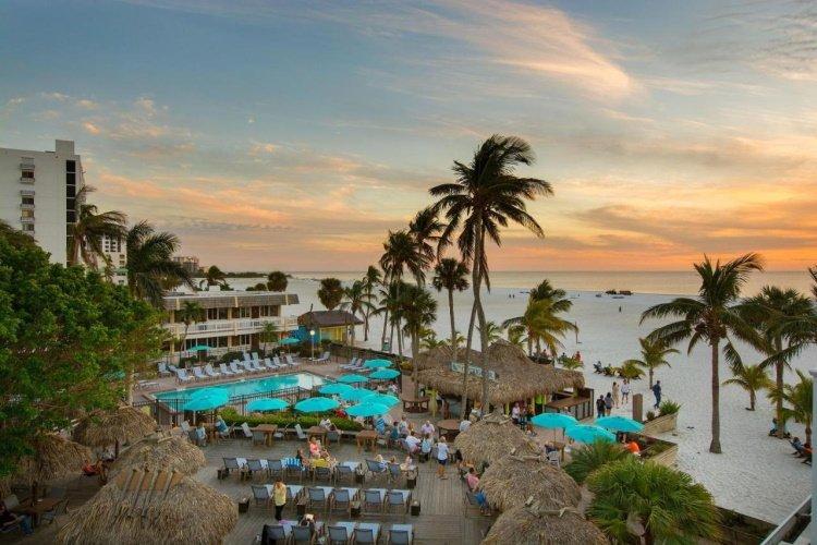 outrigger beach resort zonsondergang.jpg