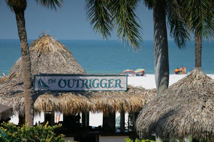 outrigger beach resort toegang tot strand.jpg