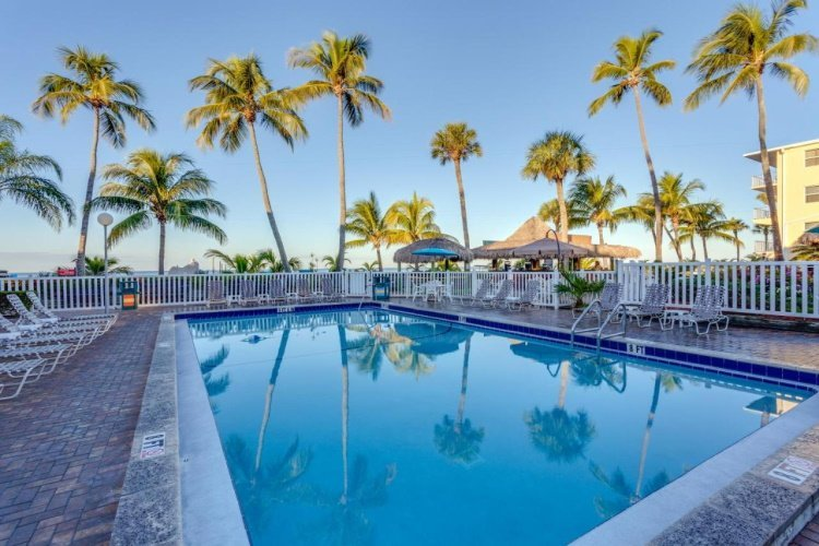 outrigger beach resort zwembad.jpg