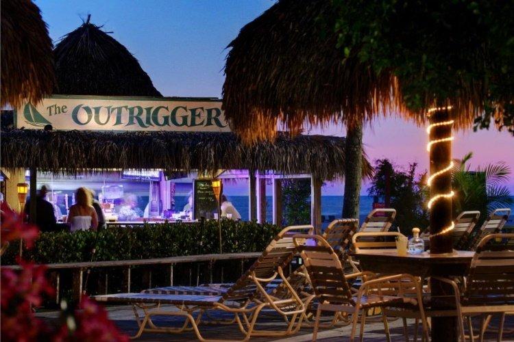 outrigger beach resort strandbar.jpg