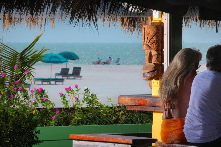 outrigger beach resort beachbar.jpg