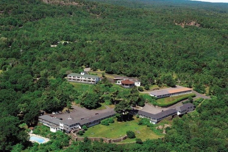 wonderview inn & suites vanaf boven.jpg